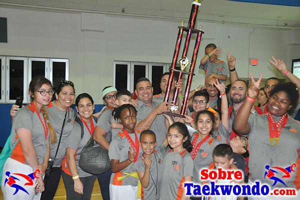Segundo lugar por equipo del Taekwondo Truescore Cup Qualifier.